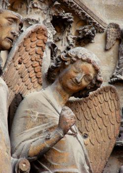 el-angel-de-la-sonrisa-catedral-de-reims